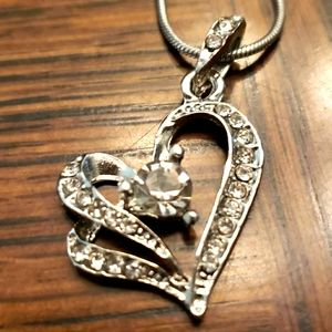 Silver/cz beautiful heart necklace